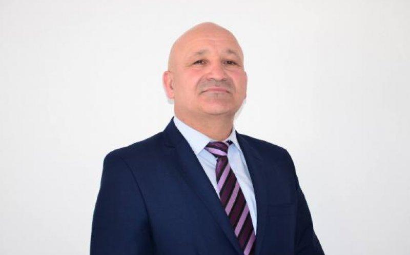 Un primar din județul Cluj a fost bătut și agresat de doi minori în curtea școlii!
