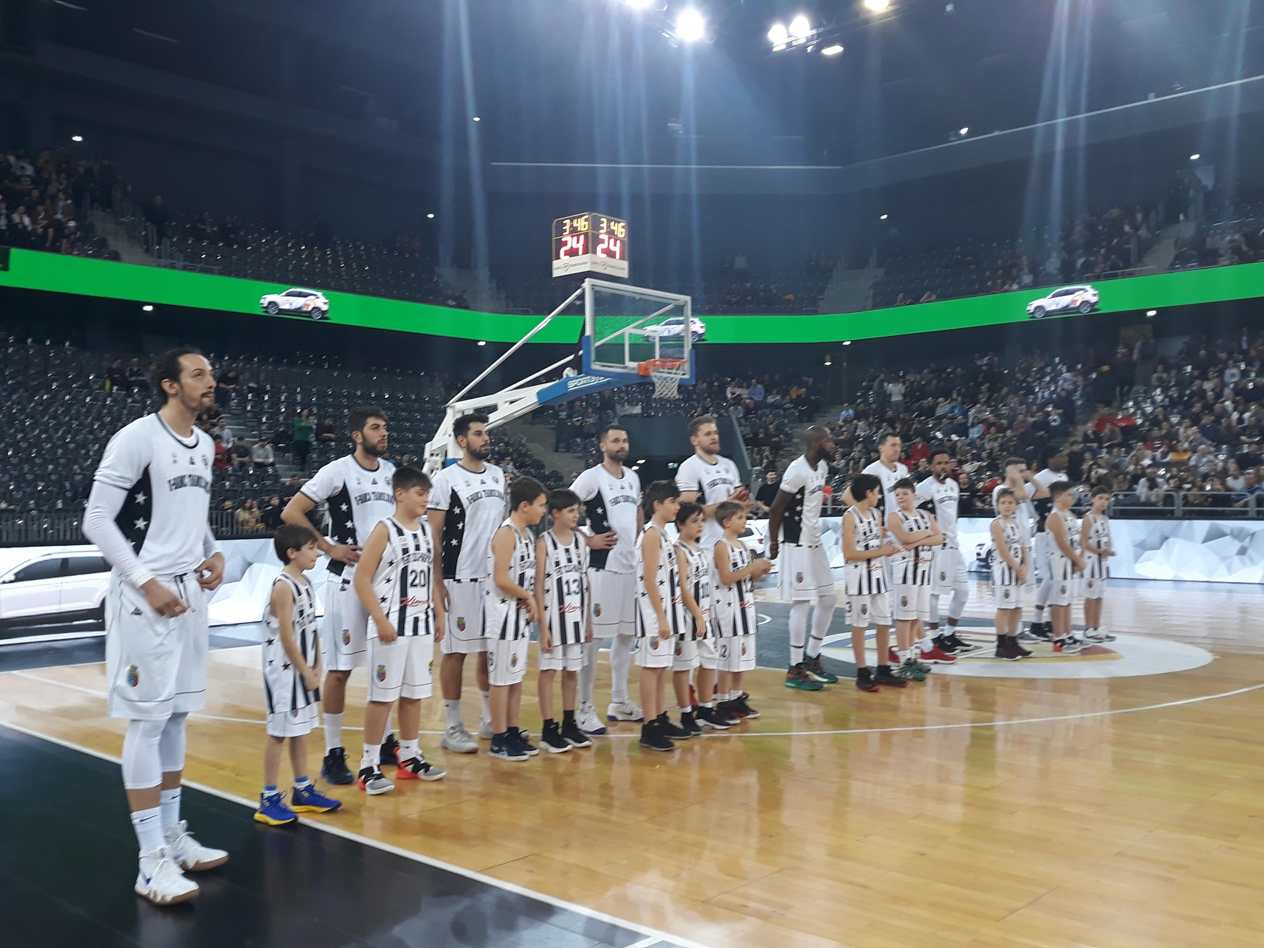 """""""U"""" BT Cluj-Napoca, victorie cu emoții pe final în meciul cu campioana CSM Oradea! Dykes, omul decisiv!"""