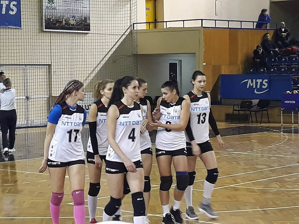 """Înfrângere previzibilă pentru voleibalistele """"U"""" NTT Data Cluj în meciul cu campioana Alba Blaj"""