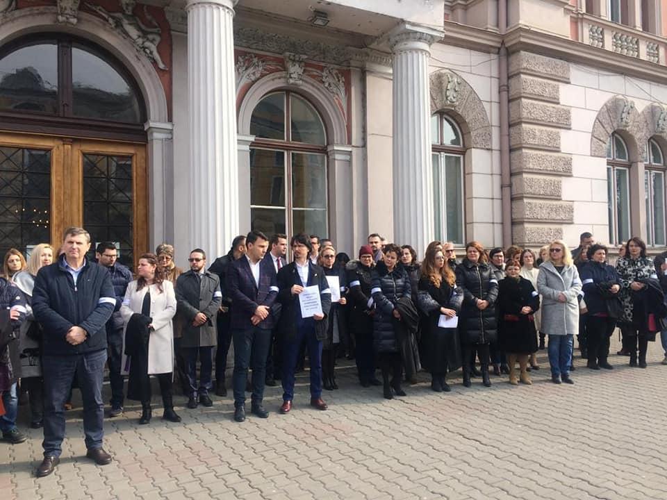 Magistrații clujeni continuă protestele împotriva OUG 7 și modificarea legilor justiției!