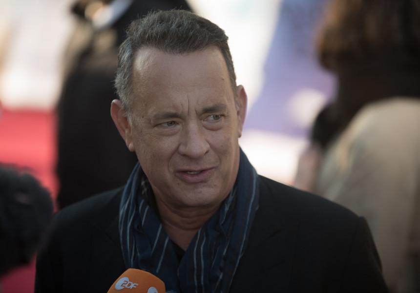 Tom Hanks l-ar putea juca pe Elvis Presley într-un nou film regizat de Buz Luhrmann