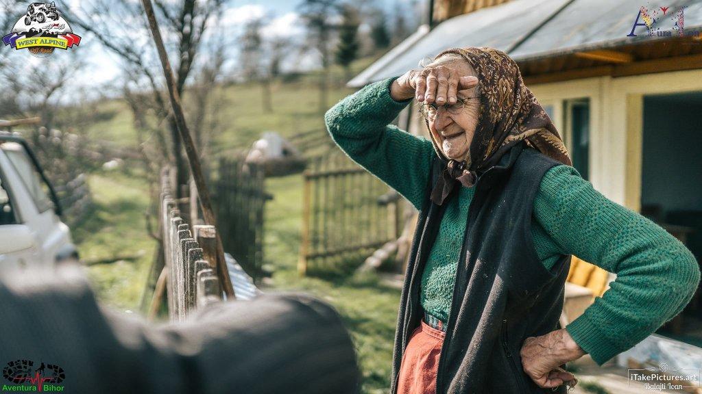 Unde-s mulți puterea crește – Bucurie și cadouri de Paște de la voluntari pentru 45 de familii din Munții Apuseni