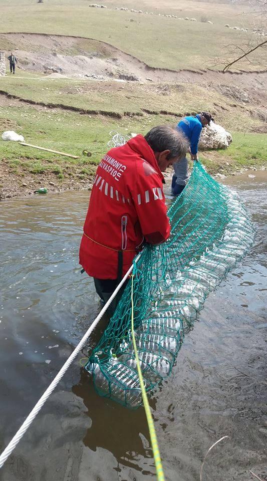 S-au colectat peste 150 de saci de gunoaie de la Cheile Turzii