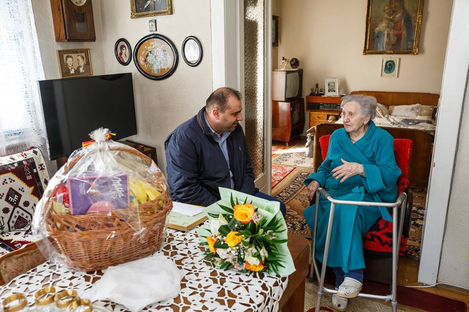 O clujeancă în vârstă de 100 ani a primit titlul de Cetățean Centenar al Clujului! LA MULȚI ANI!