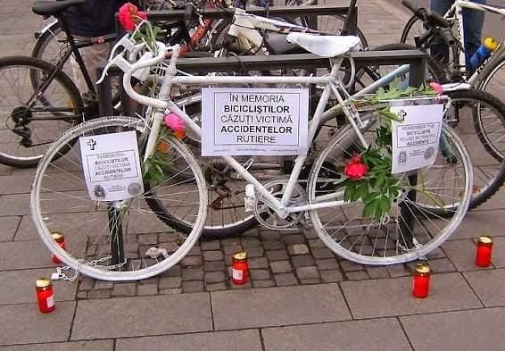 """""""Marșul Tăcerii"""", organizat miercuri la Cluj în memoria bicicliștilor care și-au pierdut viața în accidente rutiere!"""