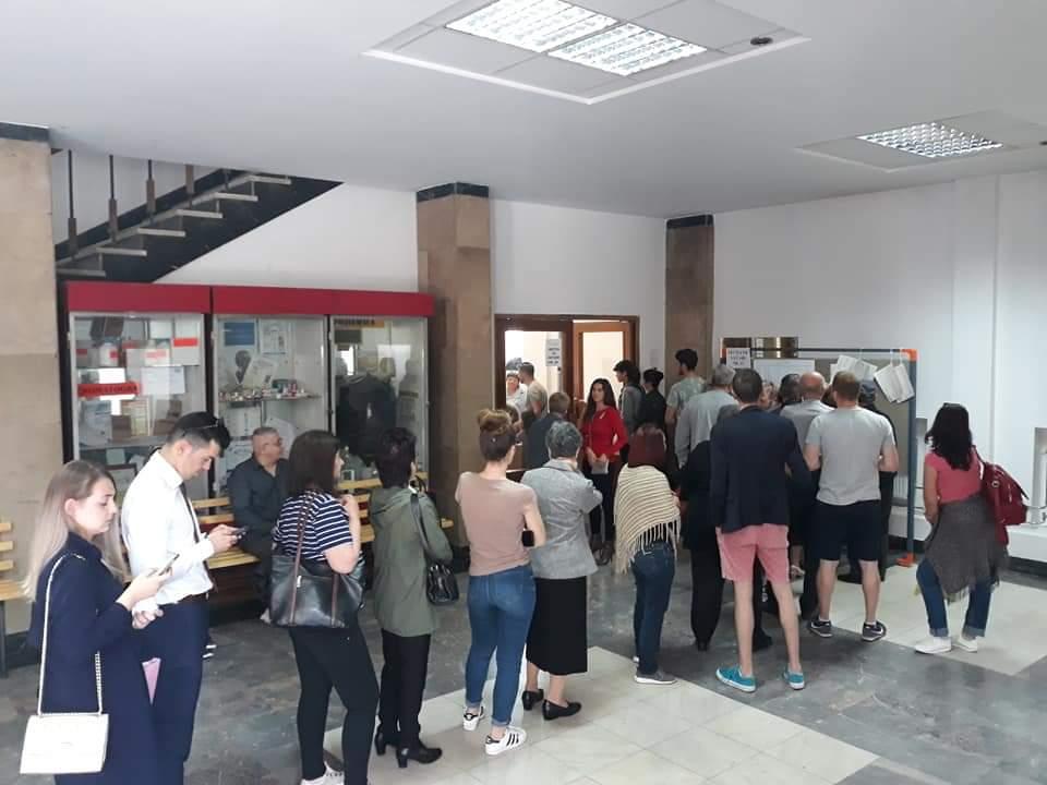 Cozi impresionante la secțiile de votare din Cluj-Napoca – FOTO