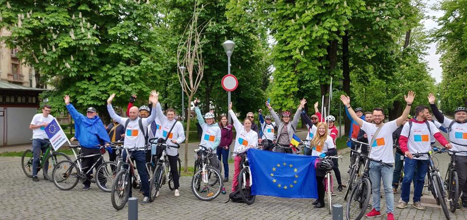 Politică pe două roți – De Ziua Europei, reprezentanții USR-PLUS au pedalat împreună prin centrul Clujului!