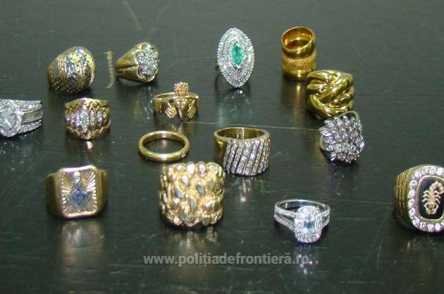 Peste 10 kg de bijuterii din aur au fost capturate de pe Aeroportul Internațional Cluj din bagajul unui chinez