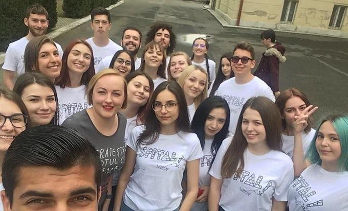 Elevii liceului Şincai din Cluj și-au donat micile economii primului spital de oncologie pediatrică, construit de Asociaţia Dăruiește Viață la București!