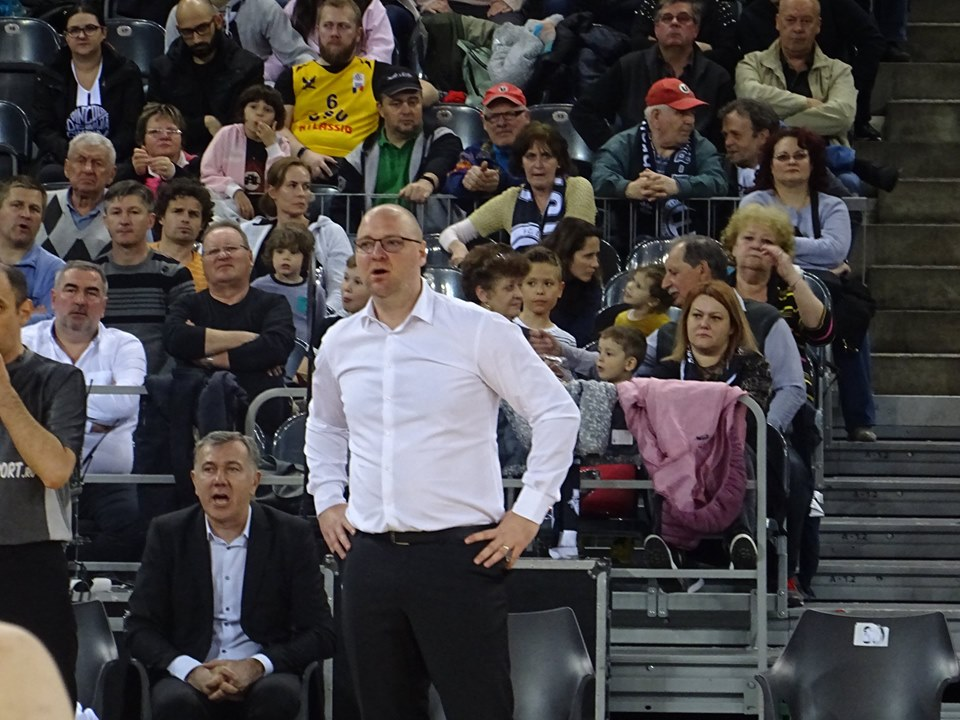 """Dezamăgire la """"U"""" BT Cluj – Alb-negrii au pierdut și meciul 4 la Oradea și vor juca """"finala mică"""" pentru al doilea an consecutiv! Mihai Silvășan și-a prezentat demisia de onoare!"""