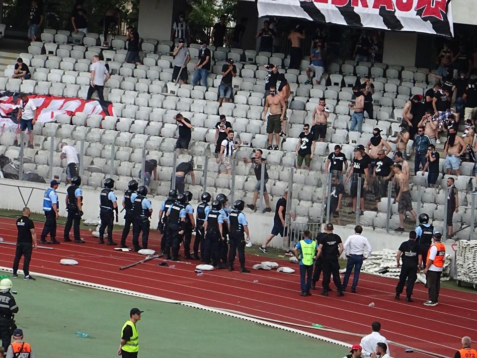 """""""U"""" Cluj a încasat o amendă de 100.000 lei și 4 etape fără spectatori după incidentele de la meciul tur de baraj cu Hermannstadt"""