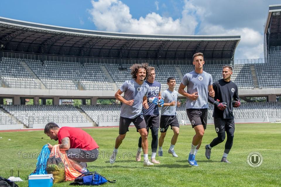 """Vin portughezii la """"U"""" – 22 de jucători prezenți vineri la reunirea """"șepcilor roșii""""! Portarul Jose Costa, primul transfer bifat! Ursu, Takacs, Micaș, reveniți în tricoul """"alb-negru"""""""