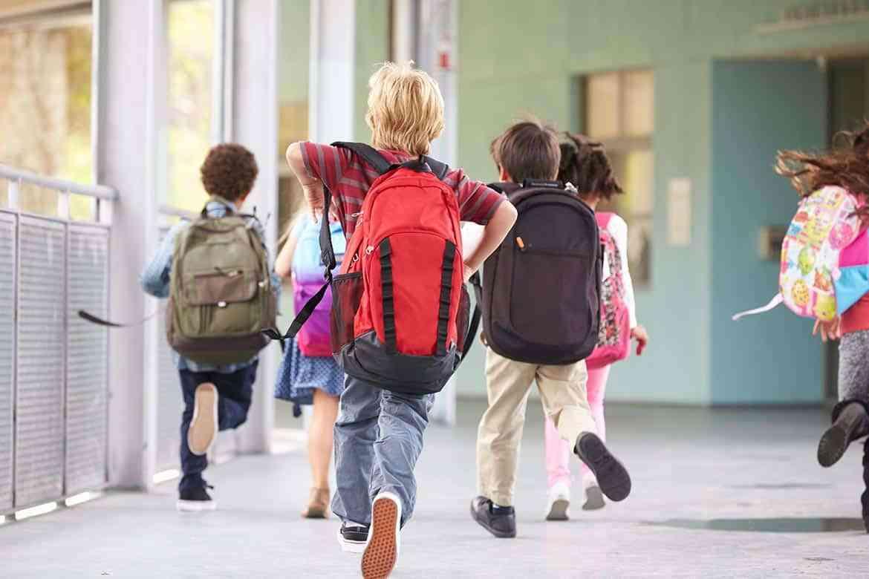 Elevii s-au reîntors la școală după trei săptămâni de vacanță! A început cel mai lung semestru