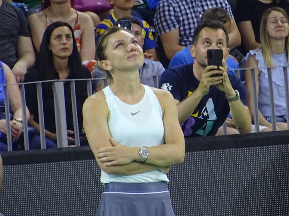 Imagini emoționante în deschiderea demonstrativului de tenis din cadrul Sports Festival! Simona Halep, în lacrimi!