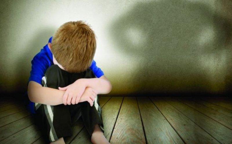 Cei doi frați ai copilului de 9 ani omorât în bătaie de mamă ajung într-un centru de plasament!