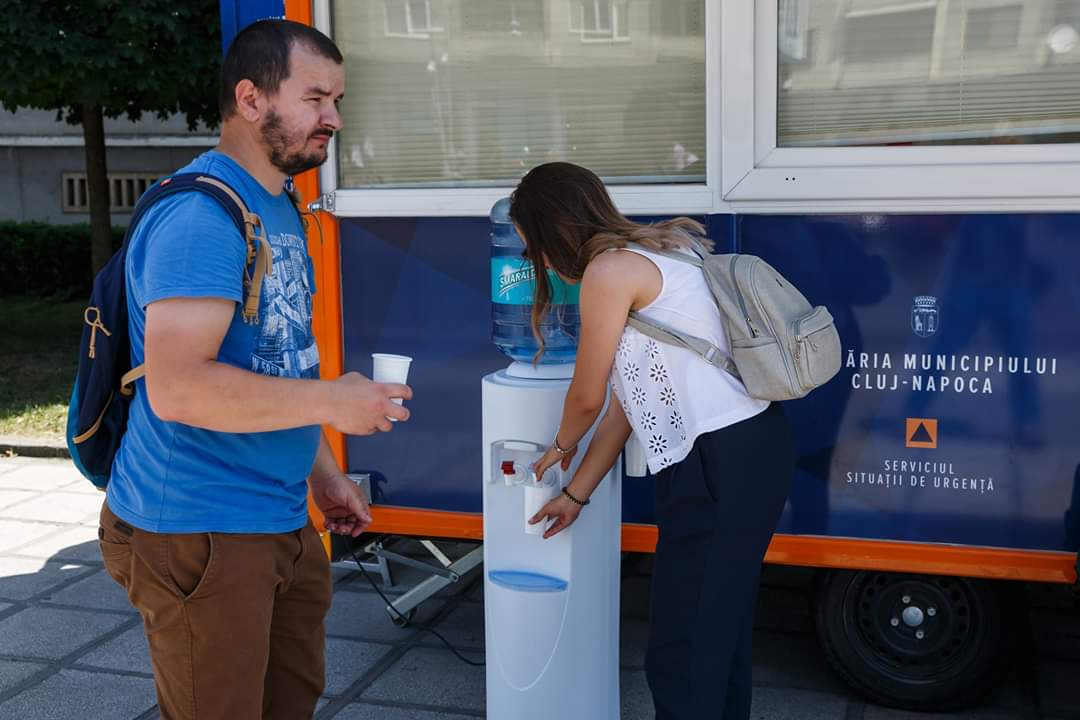 Măsuri speciale pe perioada caniculei la Cluj: 4 spații de refugiu și distribuire de apă!