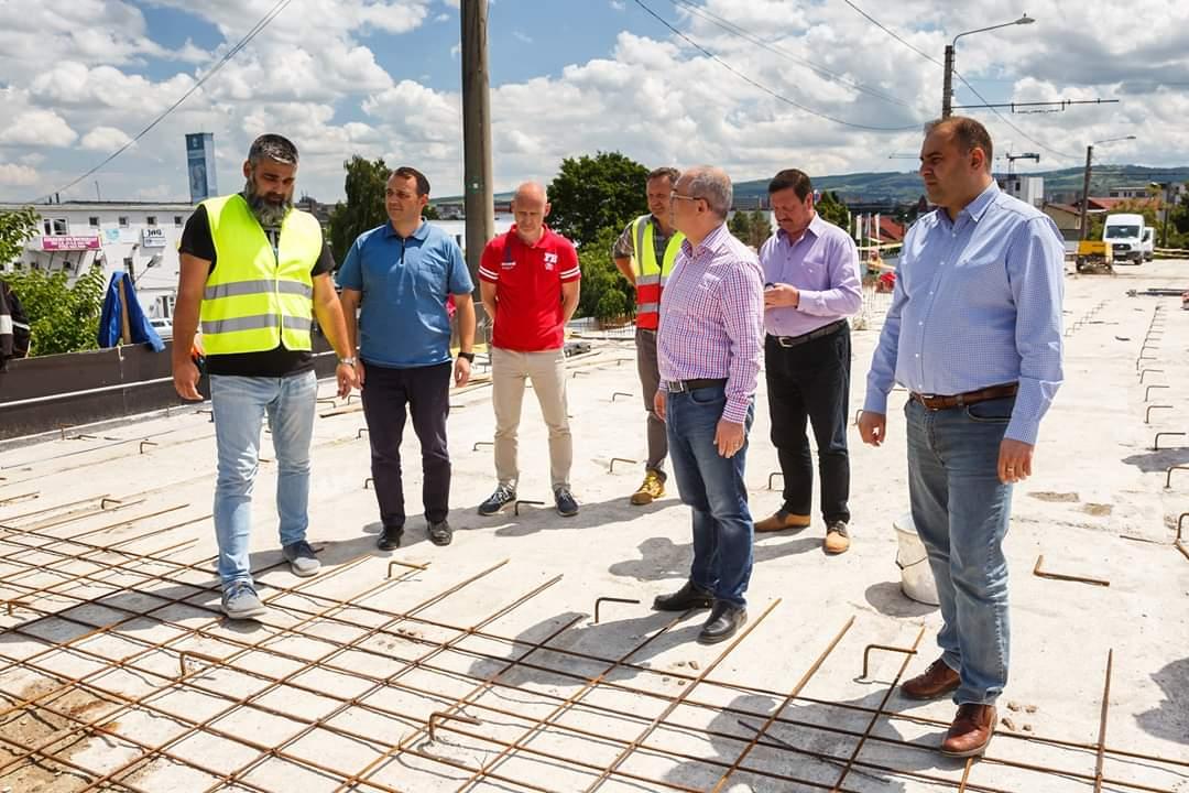 Podul Fabricii va fi finalizat în iunie 2020. Boc, Tarcea și Șurubaru au inspectat stadiul lucrărilor