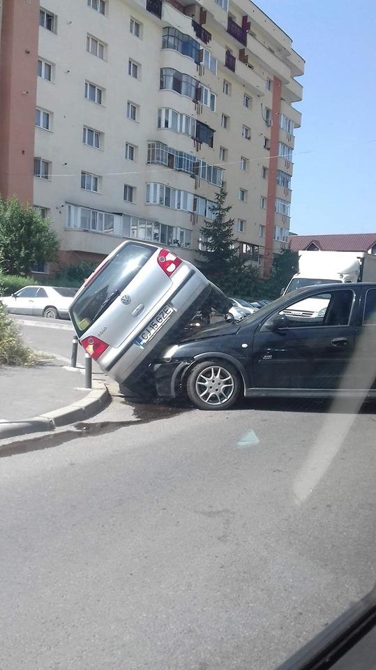 Două maşini, implicate într-un accident pe str. Dunării – FOTO