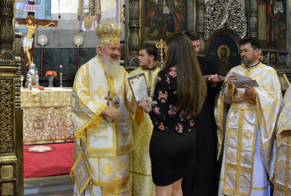 Mitropolia Clujului premiază duminică la Catedrală 17 absolvenți de liceu cu media 10 la BAC 2019 cu câte 1000 lei pentru fiecare!