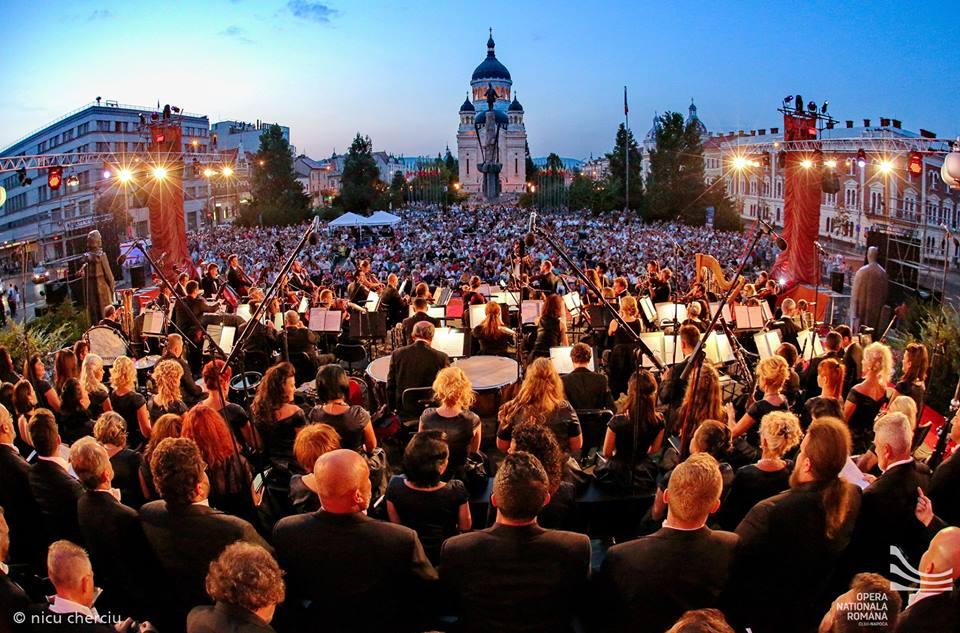 Opera Națională Română Cluj își prezintă Stagiunea 100 cu un spectacol liric în aer liber, în Piața Avram Iancu
