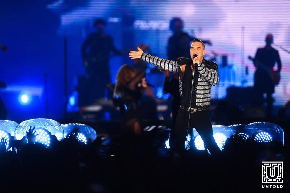 Robbie Williams, concert memorabil în fața a peste 70.000 de oameni la UNTOLD 2019! Britanicul a cântat o piesă cu tatăl său!