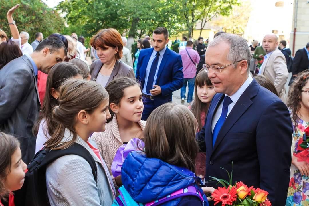 """Mesajul primarului Emil Boc la începutul noului an școlar. """"Investiția în educație este cea mai sigură și profitabilă investiție"""""""
