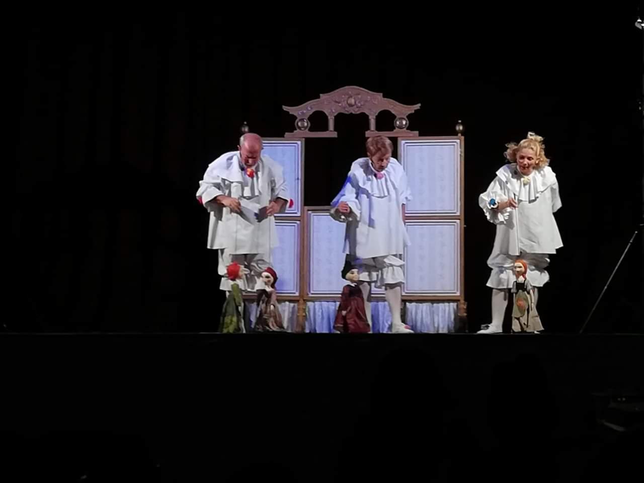 """Teatrul de Păpuși """"Puck"""" a organizat  un spectacol la Câmpia Turzii"""