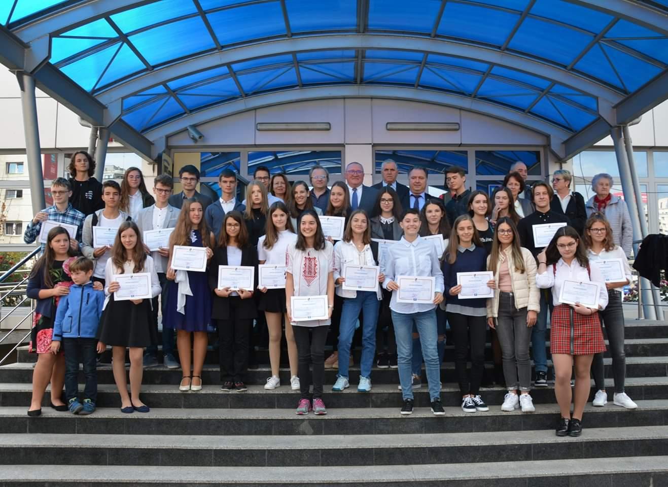 Tinerii merituoși de 10 ai Clujului, premiați de Consiliul Județean