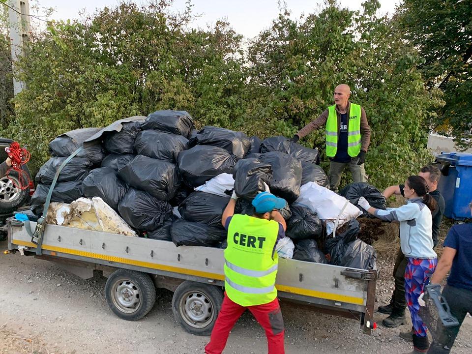 Unde-s mulți puterea crește. 50 de tone de gunoaie, strânse din Făget de cei peste 1000 de voluntari CERT Transilvania. Jos pălăria!