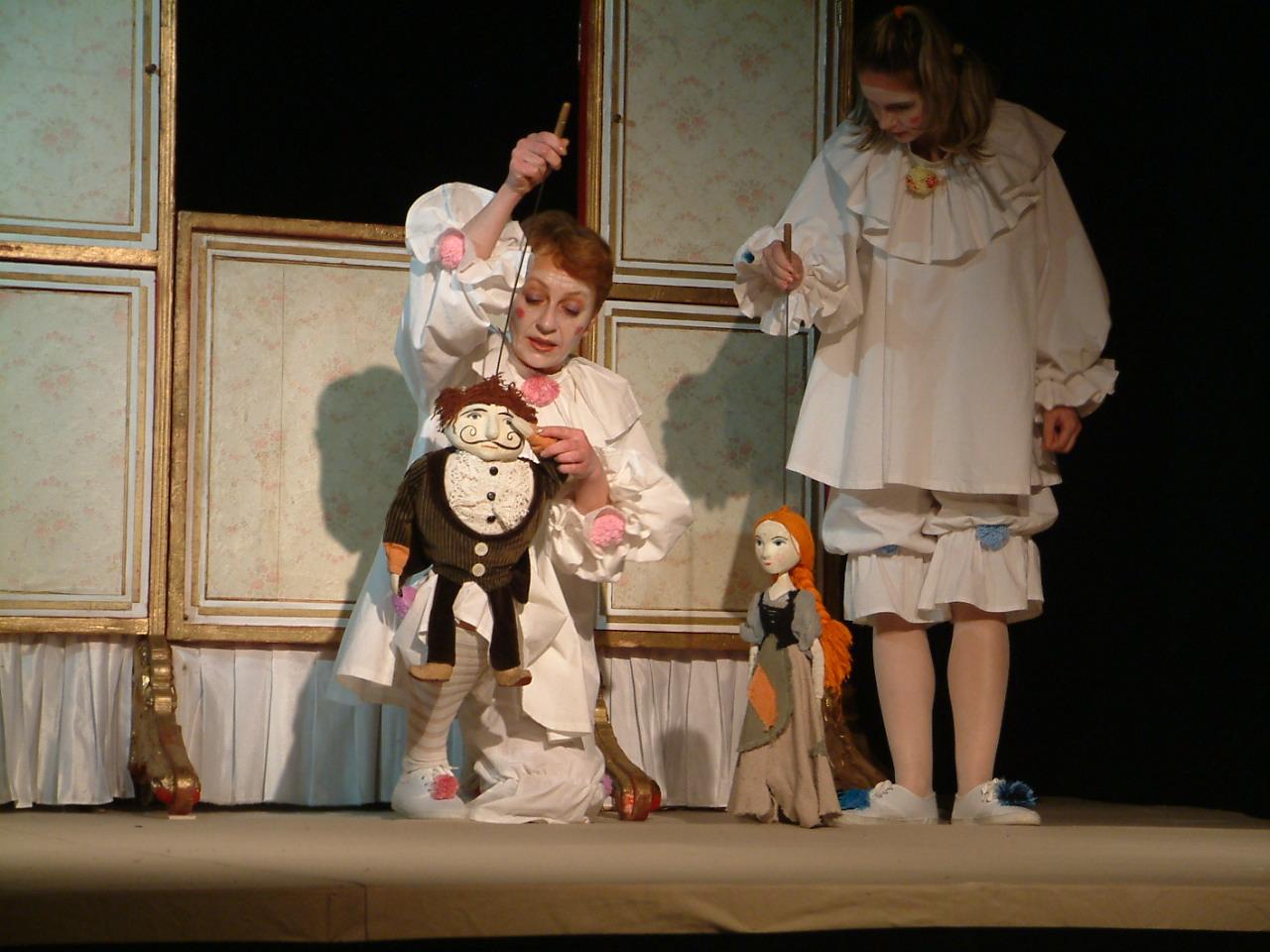 """Cenușăreasa revine, în acest weekend, pe scena Teatrului """"Puck"""""""