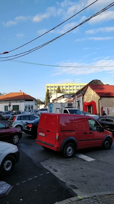"""Trafic de coșmar luni dimineață în centrul Clujului: """"Mai lăsați mașinile acasă"""""""