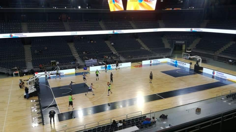 Parchet modular și dotări de NBA, aduse și instalate în Sala Polivalentă din Cluj