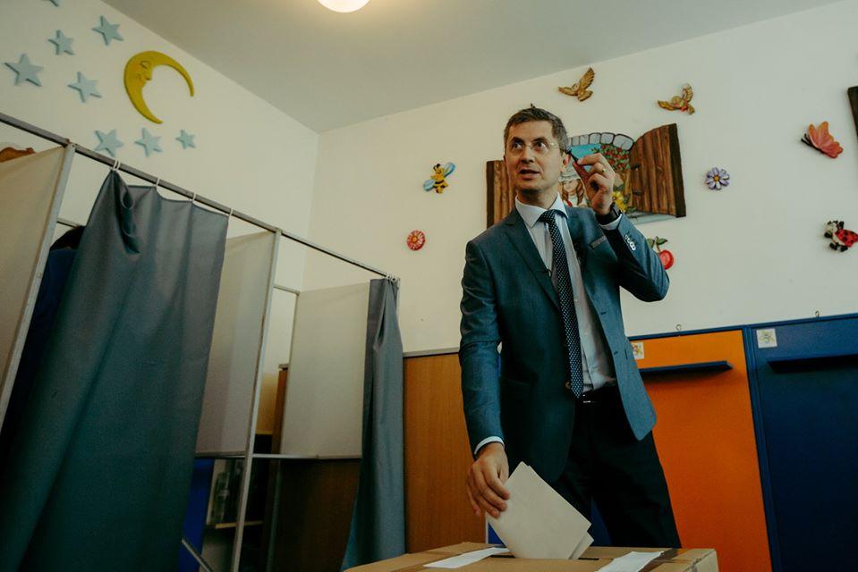 """Dan Barna, la urne: """"Am votat pentru schimbare, pentru o Românie care începe să facă schimbările de acum"""""""