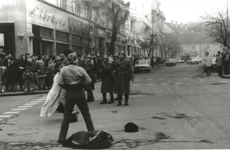 """Restricții de circulație în centrul Clujului pentru comemorarea a 30 de ani de la Revoluție. Lansarea de carte """"Călin Nemeș. Povestea unui revoluționar"""", în intersecția de la Conti"""
