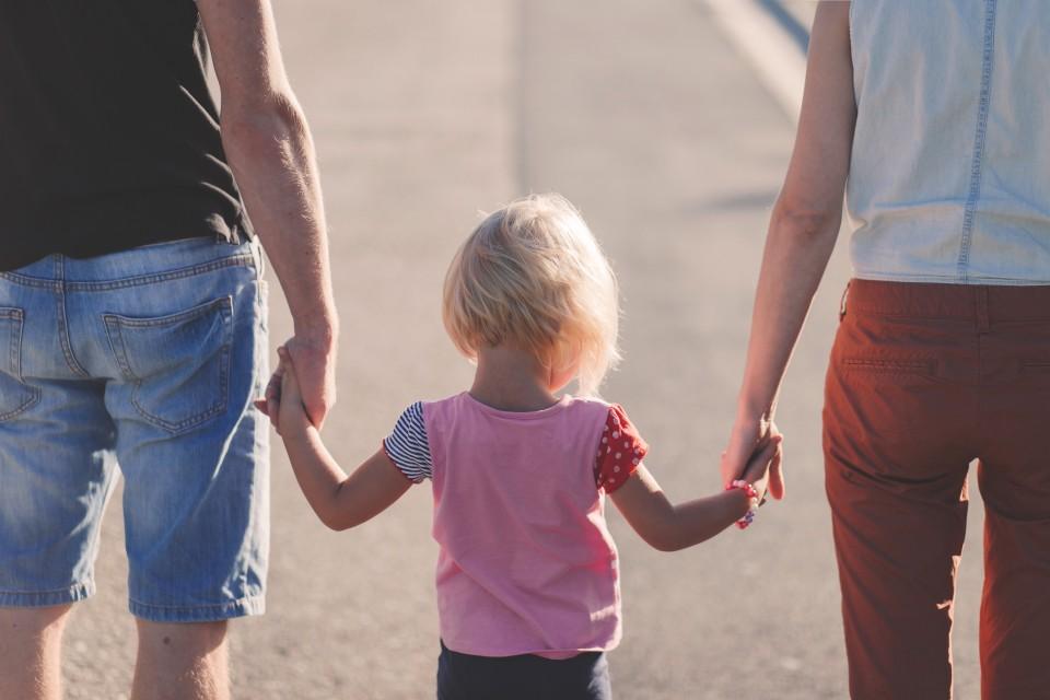 Ungaria oferă 30.000 de euro cuplurilor căsătorite cu trei copii
