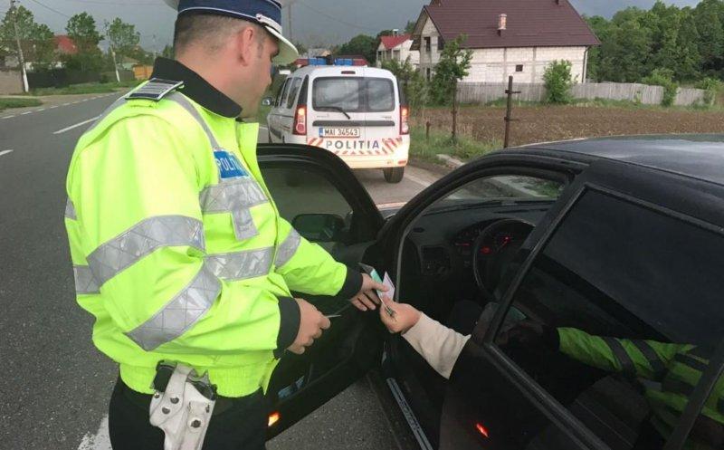 Un teribilist de 23 ani a fost prins de polițiști conducând cu 162 km/h, fără asigurare! A rămas fără permis și s-a ales cu o amendă uriașă