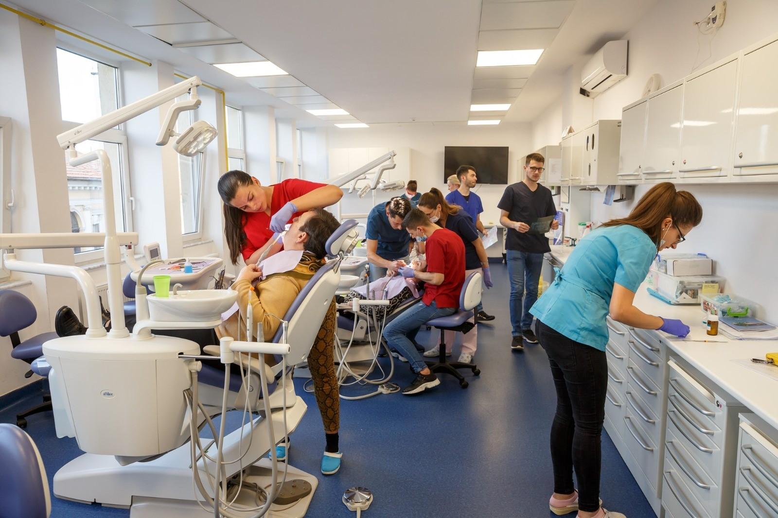 Primăria Cluj-Napoca a majorat bugetul pentru tratamentul stomatologic al vârstnicilor și persoanelor defavorizate