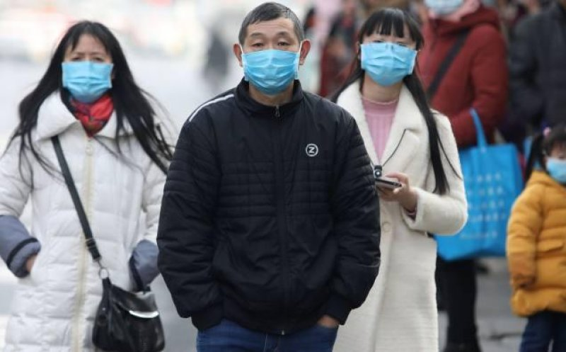 Chinezii au pus 10 orașe în carantină din cauza coronavirusului și construiesc un spital în 6 zile