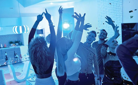 Gata cu petrecerile în apartament. Amenzi mai mari pentru cei care dau muzica tare!