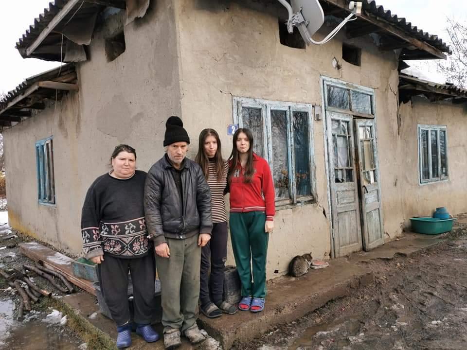 Apel umanitar. O familie nevoiașă dintr-un sat din Botoșani are nevoie de sprijin. Casa lor stă să se dărâme