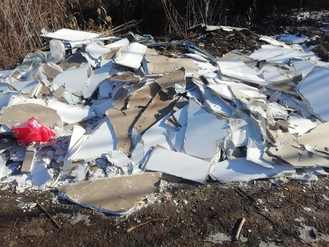 Parcul de Est din Gheorgheni, depozit clandestin de gunoaie și moloz. Activiștii cer barieră