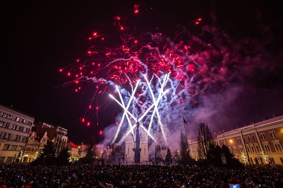 La mulți ani, 2020! Mii de clujeni au petrecut noaptea dintre ani în centrul orașului! Foc impresionant de artificii!