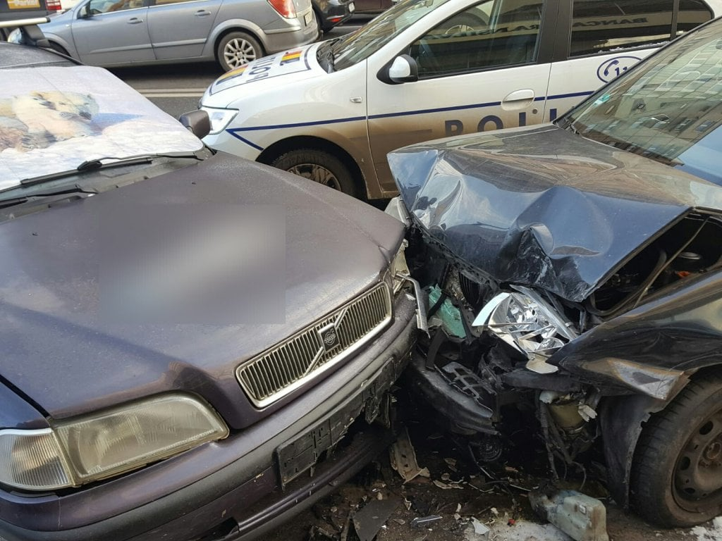 Cinci mașini implicate într-un accident pe str. Fabricii din Mărăști