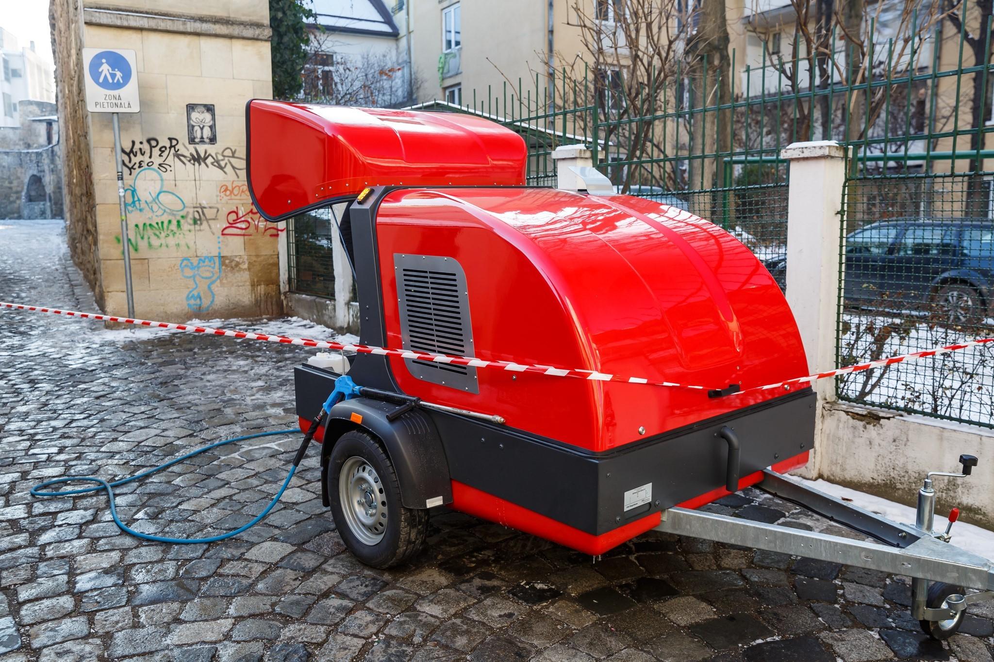 Primăria Cluj a investit 50.000 de euro într-un aparat de curățare a grafitti-urilor