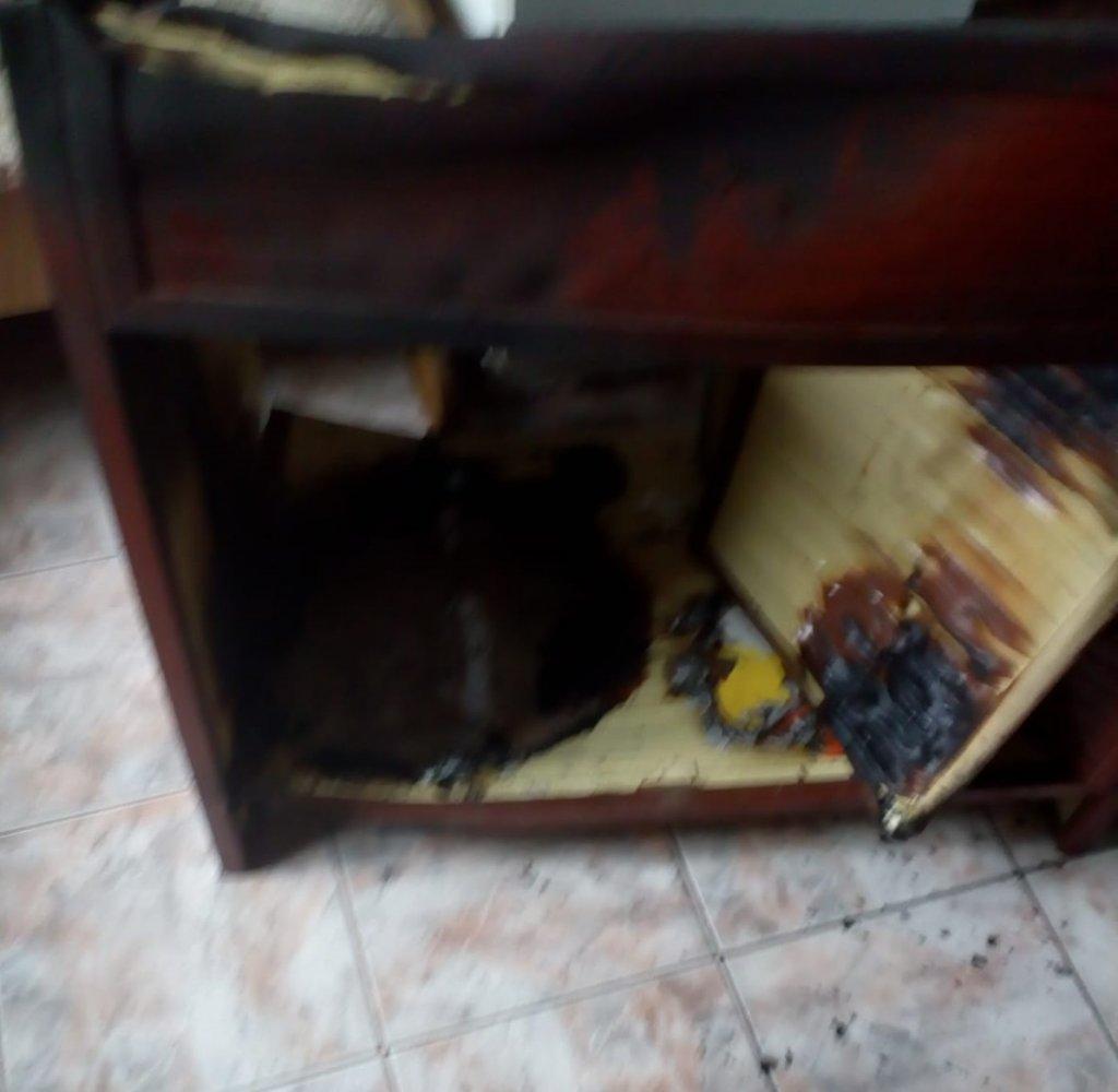 Incendiu pornit din neglijență într-un apartament de pe str. Titulescu din Gheorgheni! Fumul a fost observat de către vecini