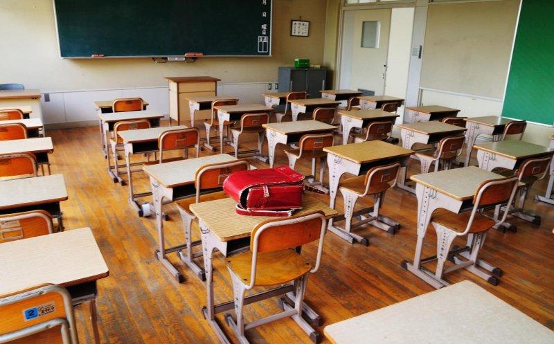 Epidemia de gripă a închis parțial două școli în județul Cluj, iar 2500 de elevi stau acasă la nivel național