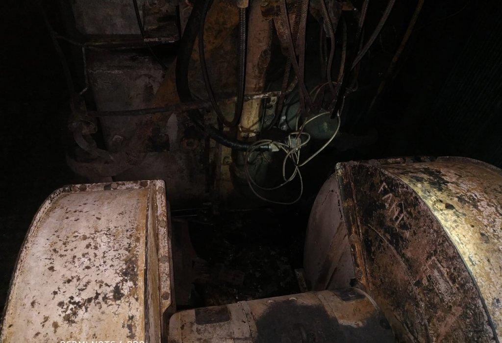 O locomotivă care conducea un tren plin cu azotat de amoniu a luat foc! Mecanicul a evitat o tragedie