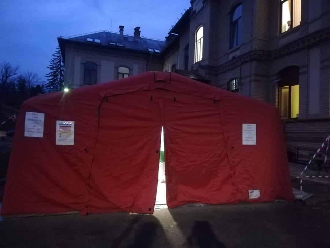 Cort de triaj pentru coronavirus, instalat în curtea UPU Cluj