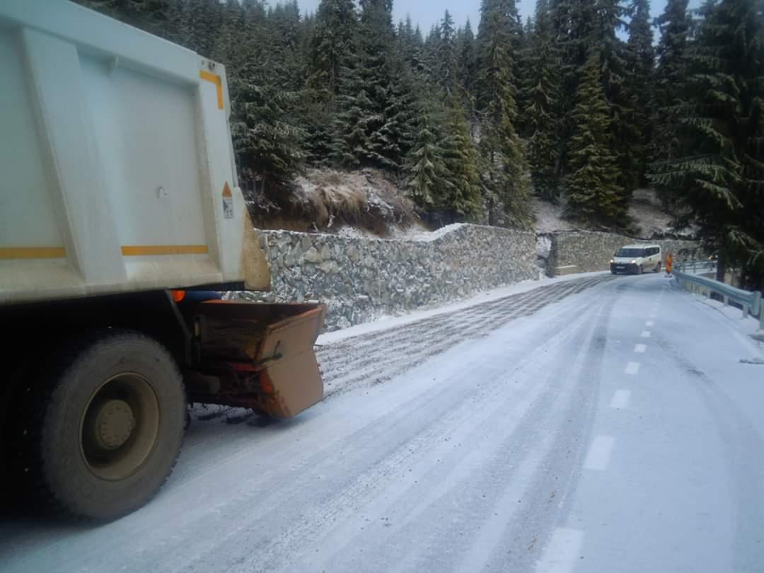 Nu sunt drumuri blocate la nivelul județului Cluj, dar traficul se desfășoară în condiții de iarnă
