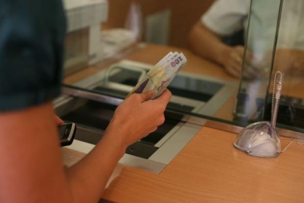 Ratele la bănci pentru persoane fizice și juridice vor fi amânate cu 9 luni, prin OUG